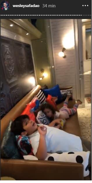 Curtindo o quarto do bebê Dom, a pequena Ysys e o Yhudy