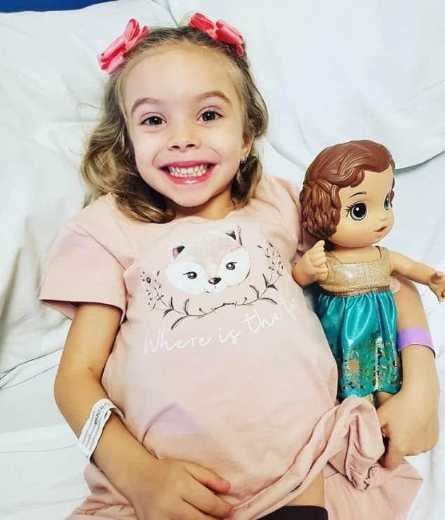 A filha do ator Rafael Cardoso internada no hospital