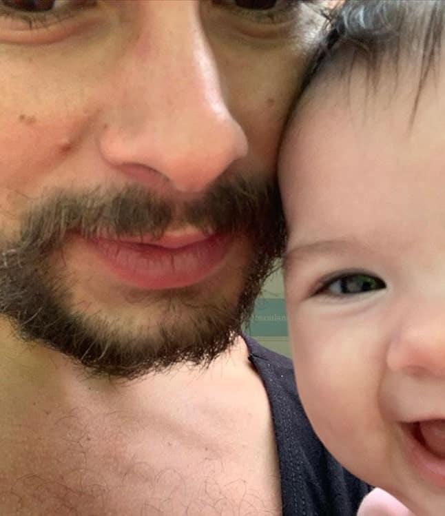 Rafael Vitti em um momento com sua bebê