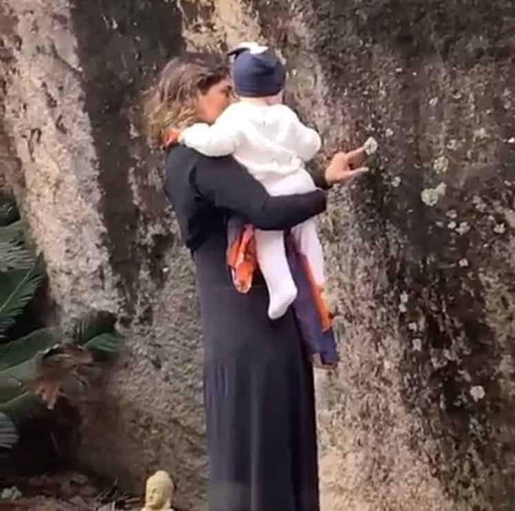 Bebê de Rafael Vitti e Tatá Wernek no colo da avó