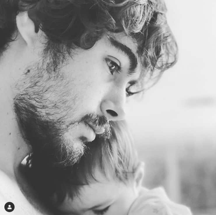 Rafael Vitti com sua pequena Clara Maria em foto rara