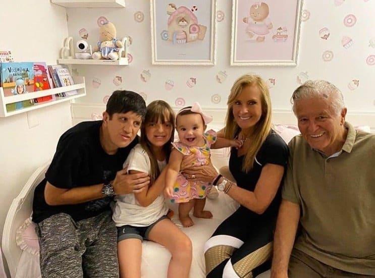 Rafinha e Manuella com seu tio e seus avós