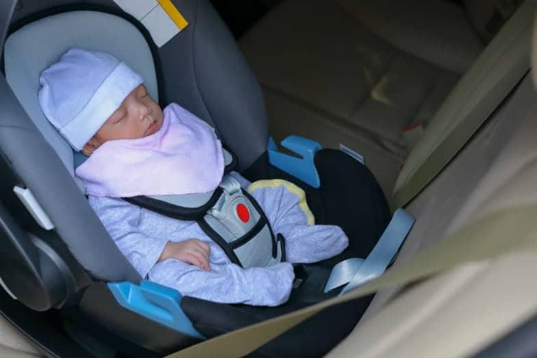Recém-nascido foi esquecido no táxi quando pais voltavam da maternidade
