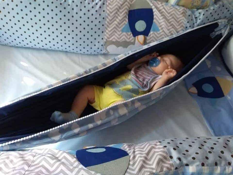 Exemplo de uma rede fofa para berço, no quarto de bebê