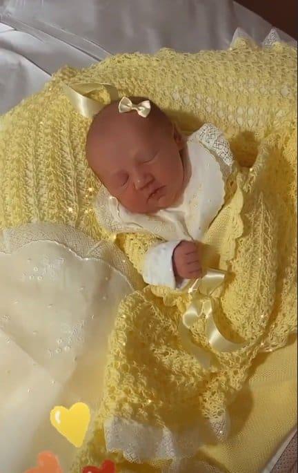 A bebê de Roberto Justus logo após seu nascimento