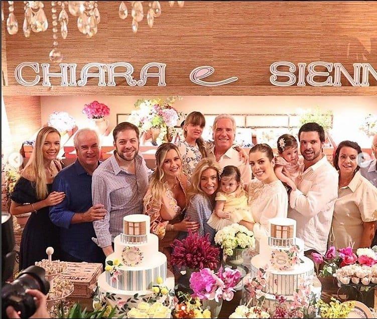 Robertos Justus com suas netas na festa de um ano delas