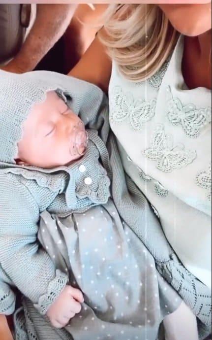 Bebê de Roberto Justus no avião particular