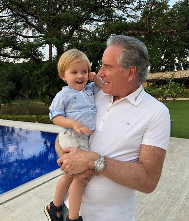 Roberto Justus comemorando os dois anos de seu neto