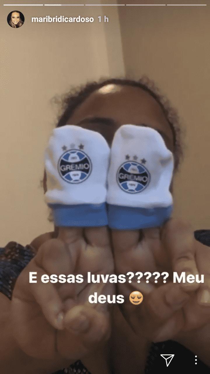 Valentim ganhou até uma luva do Grêmio da atriz Thaís Fersoza