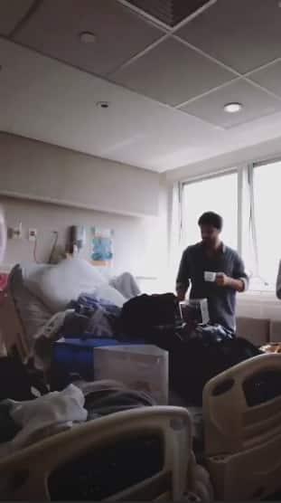 Nessa publicação Sabrina Sato mostrou a bagunça do seu quarto no hospital