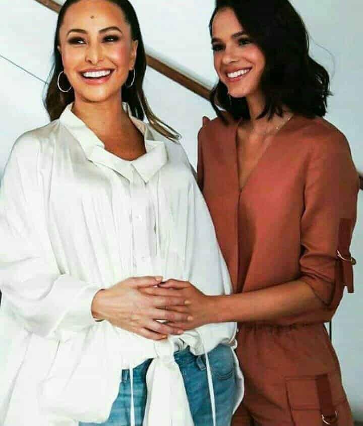 A mamãe Sabrina Sato ganhou um carinho na barriga da atriz Bruna Marquezine quando estava grávida