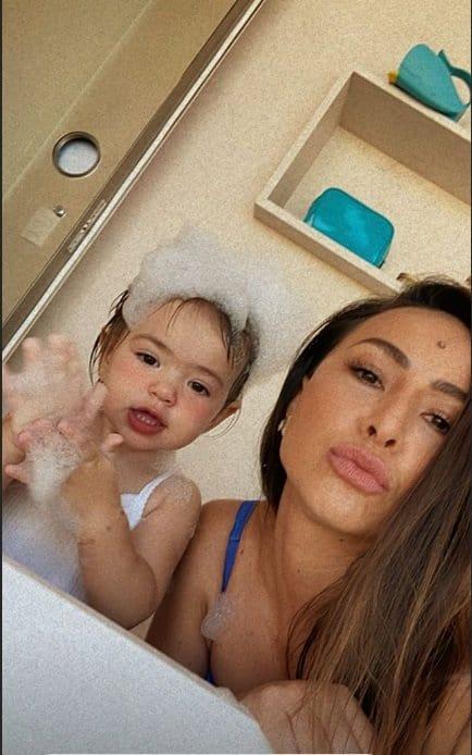 Sabrina Sato com a pequena Zoe