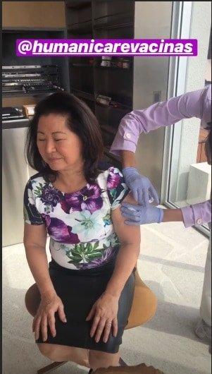 A mãe da Sabrina Sato, Dona Kika recebeu a vacina.