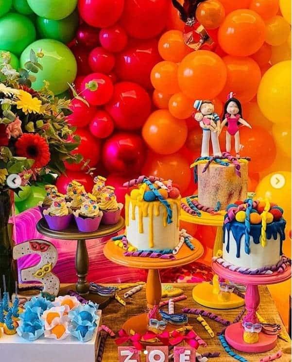 Carnaval foi o tema da festa de três meses da bebê Zoe, filha da apresentadora Sabrina Sato