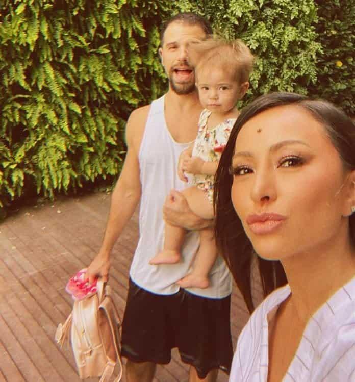 Sabrina Sato com o noivo Duda Nagle e a filha Zoe