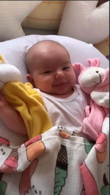 A mamãe Sabrina Sato compartilhou imagens da fofa Zoe