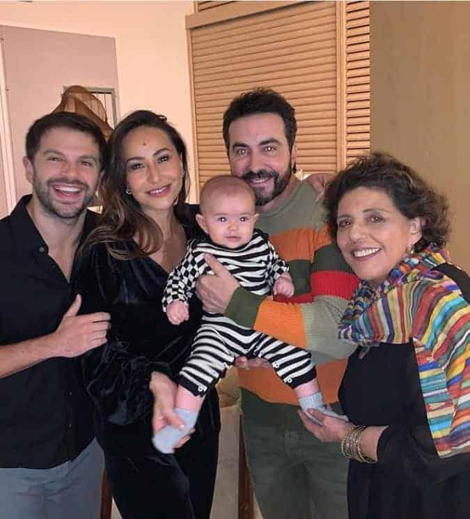 Padre Fábio de Melo visita filha de Sabrina Sato