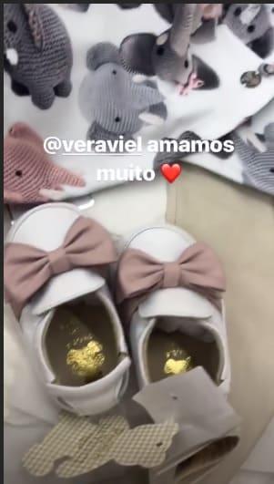 O bebê de Sabrina Sato ganhou um presente do apresentador Rodrigo Faro e de sua esposa Vera Viel