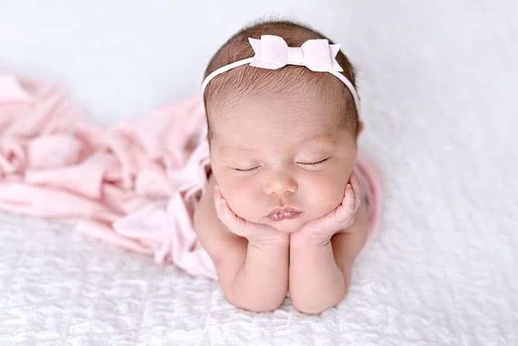A fotógrafa da Sabrina Sato publicou essa linda foto de uma recém-nascida mestiça