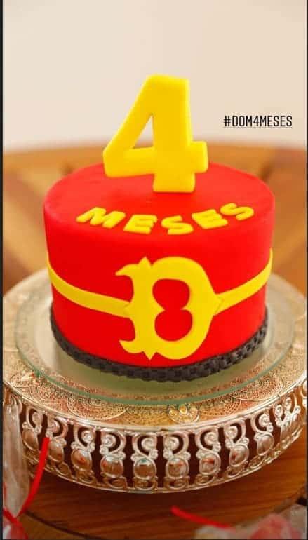 Imagem do bolo de mêsversário do bebê Dom