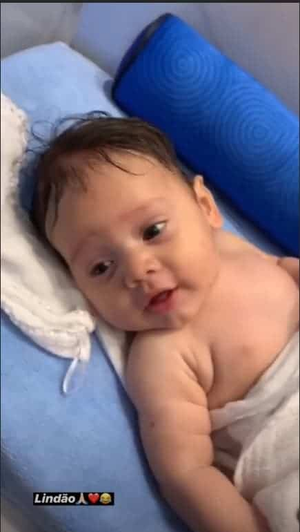 Wesley Safadão compartilha foto do filho