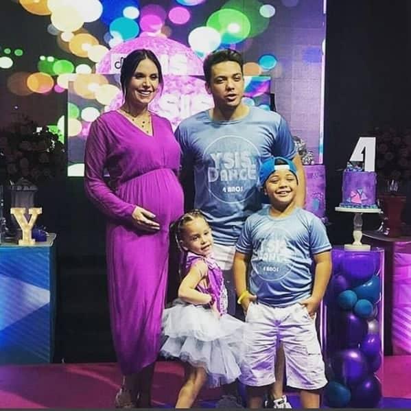 Família reunida na festa de quatros anos da fofa Ysis, filha do cantor Safadão