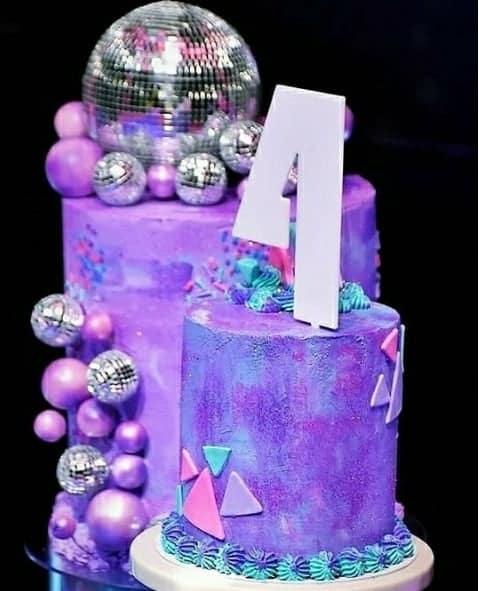 O bolo da festa de aniversário de quartos de Ysis, filha de Safadão