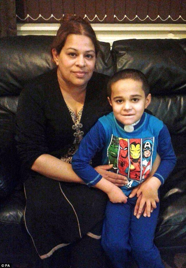 Ayman com a mãe