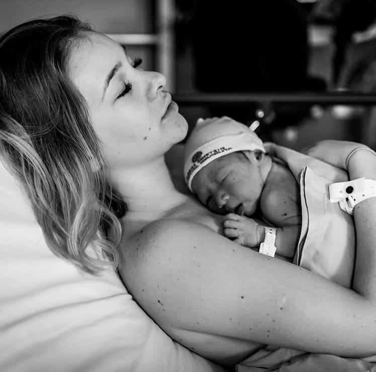 Sammy e o filho logo depois do parto