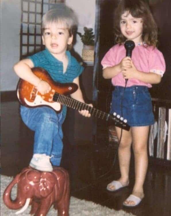 Sandy e Junior em foto raríssima quando crianças