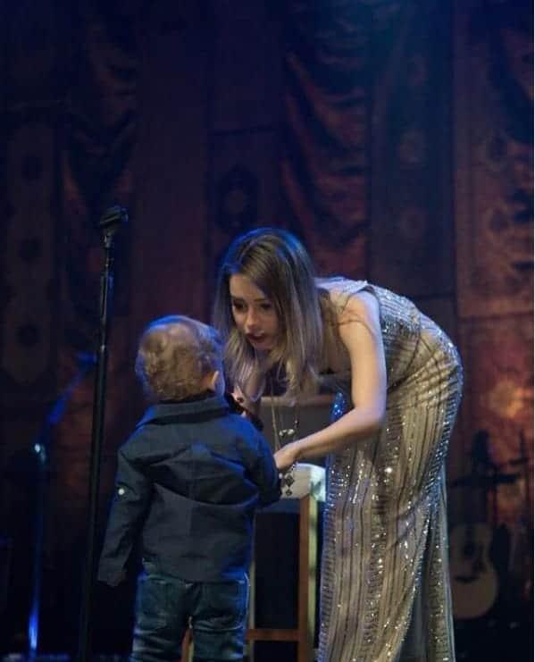 Sandy com o pequeno Theo