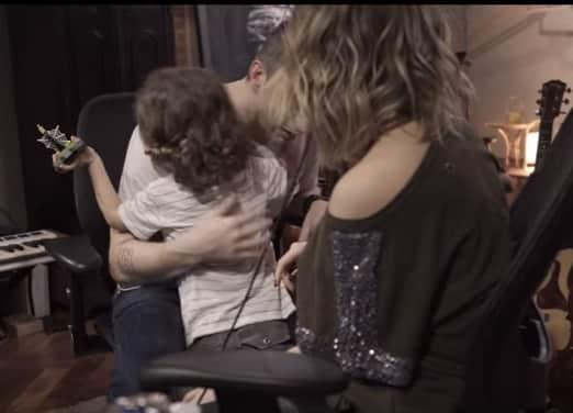 Theo curtindo os pais Sandy e Lucas Lima