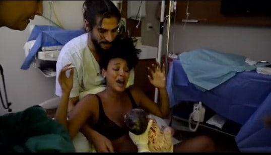 Sheron Menezzes dando à luz