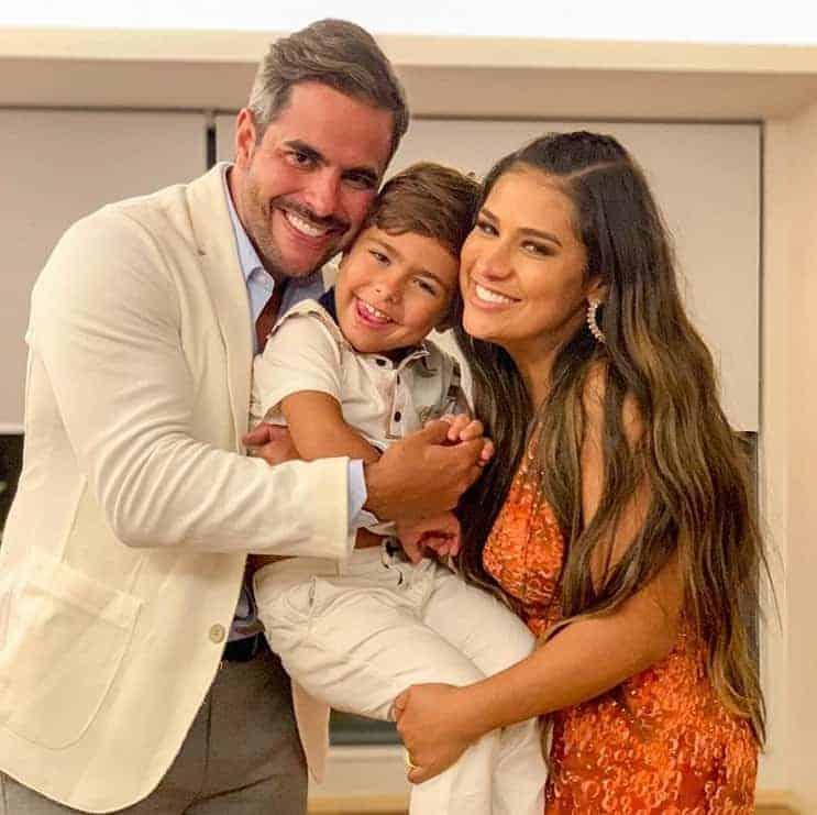 Simone com o marido Kaká Diniz e o filho Henry