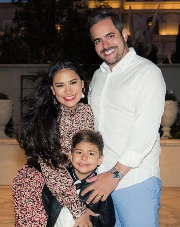 Simone com seu filho e o marido