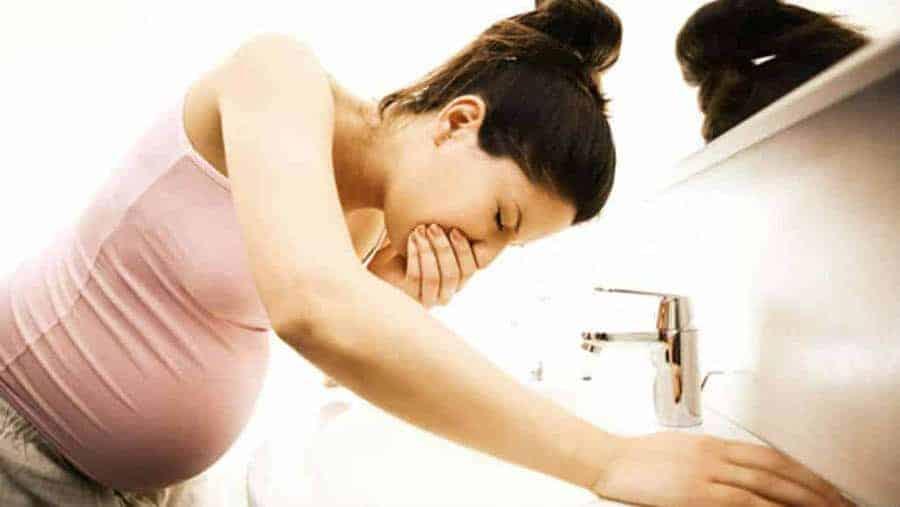 Entre os sintomas de gravidez estão os enjoos
