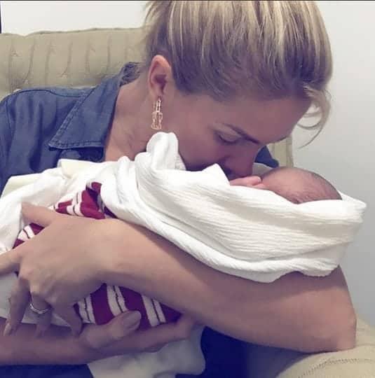 O bebê Francisco no colo da titia famosa, Ana Hickmann