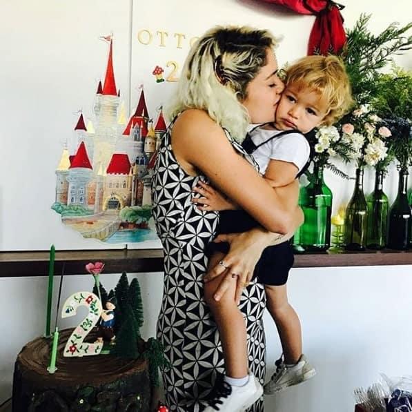 O bebê Otto ganhou um beijão da mamãe Sophie Charlotte