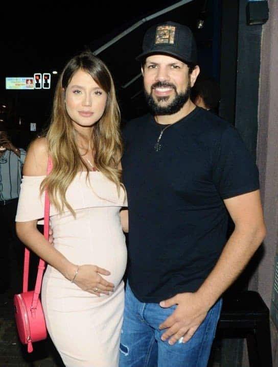 Sorocaba e Biah Rodrigues que está com sete meses de gravidez