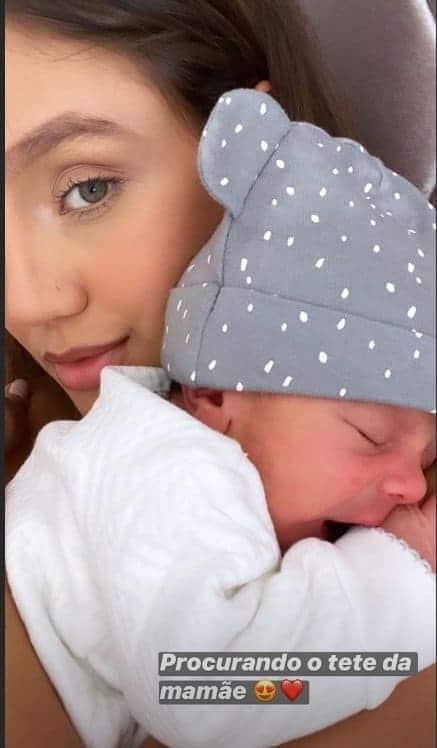 Esposa de Sorocaba com o bebê Théo