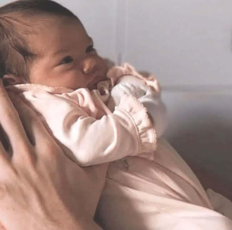 Rafael Vitti e Tatá Werneck mostraram sua bebê bravinha