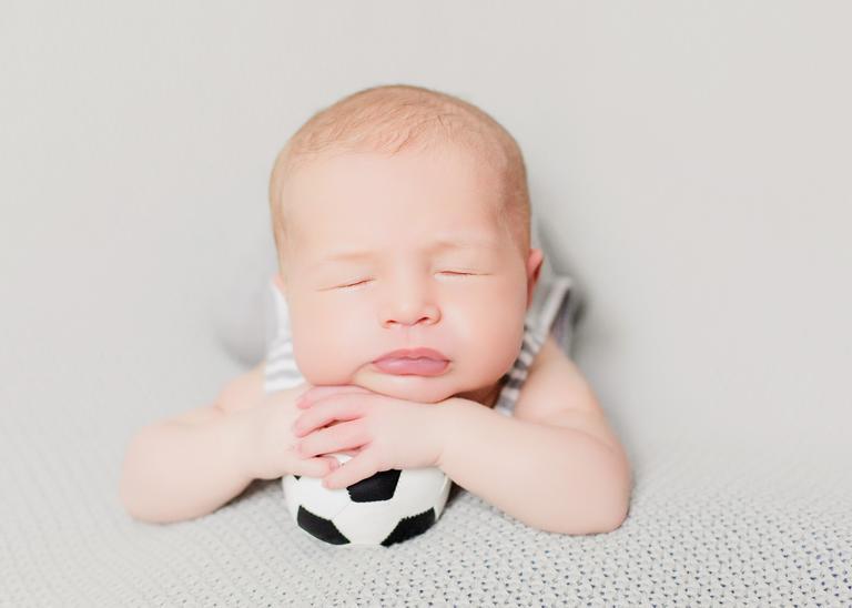 Filho de Michel Teló e Thaís Fersoza em ensaio newborn
