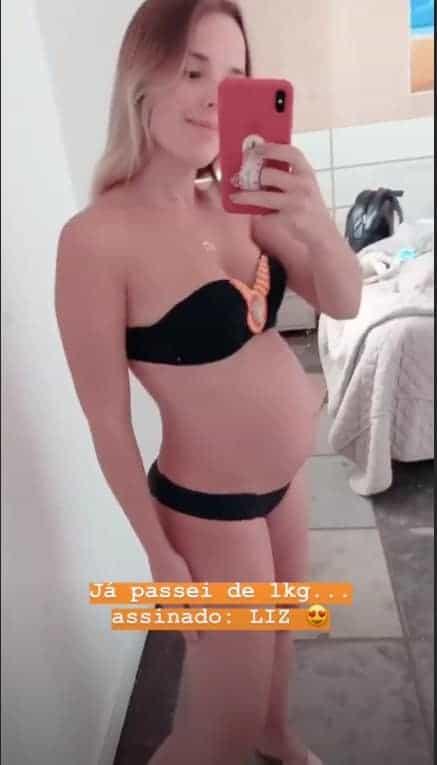 Thaeme publicou essa imagem de sua barriga de grávida