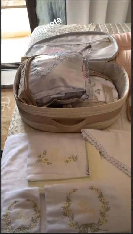 Mais detalhes da mala de maternidade da cantora Thaeme