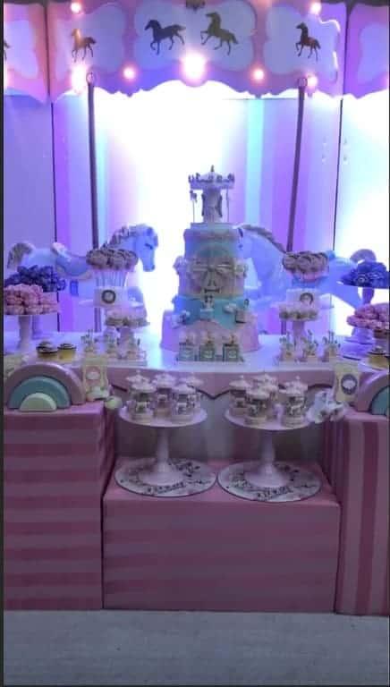 Mesa super delicada no chá de bebê da cantora Thaeme