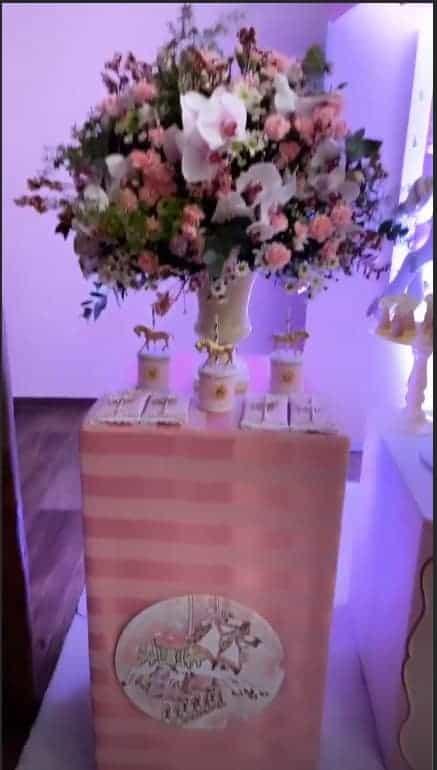 Flores da decoração do chá de bebê