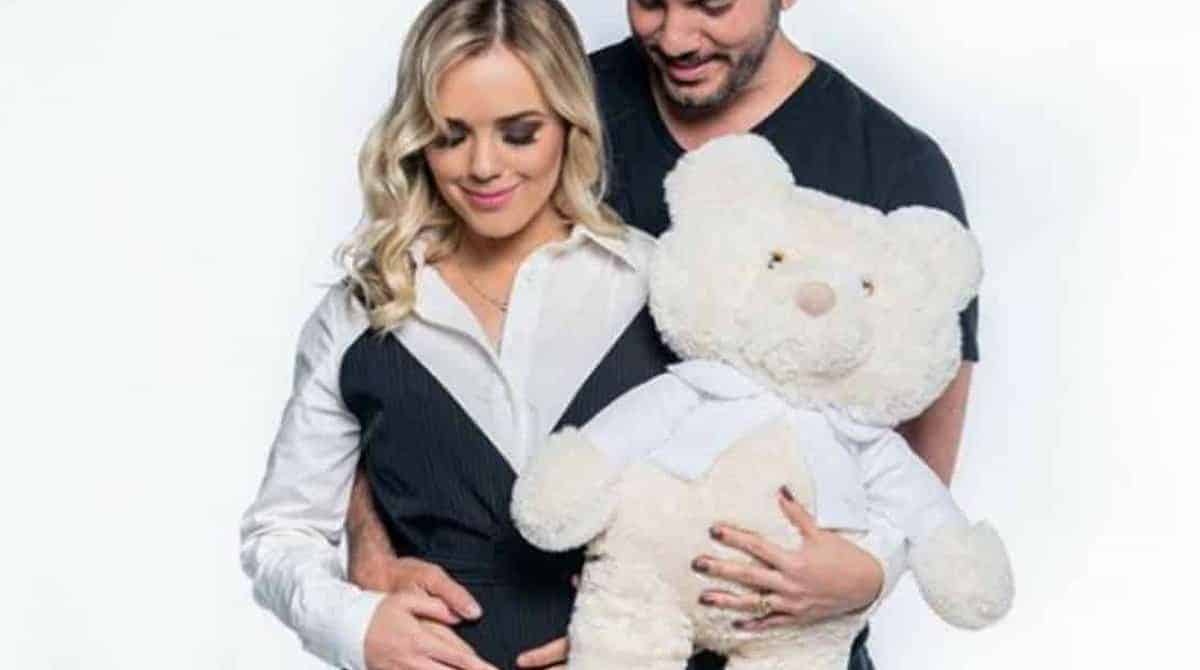 Acompanhe o emocionante desabafo que fez a cantora Thaeme sobre o seu bebê