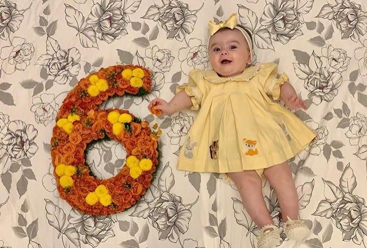 Bebê de Thaeme comemorando seus seis meses