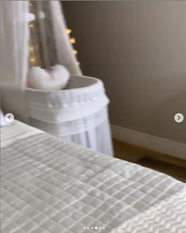 A mamãe Thaeme mostrou os lindos detalhes de seu quarto
