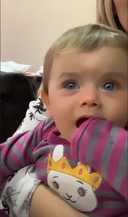 Filha de Thaeme apareceu com olhos azuis